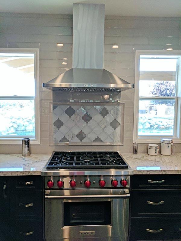clover-arabesque-grigio-mosaic-kitchen-backsplash.jpg